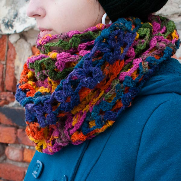 Вязаный шарф Треугольник цвета
