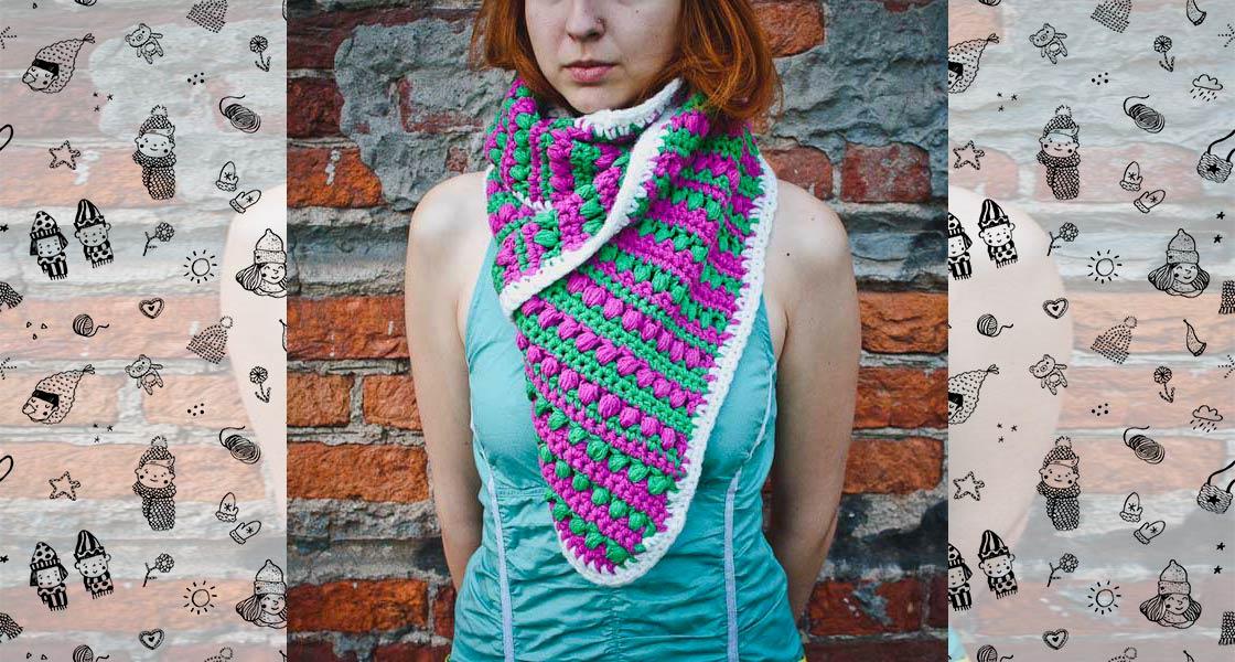 Вязаный шарф с яркими полосками